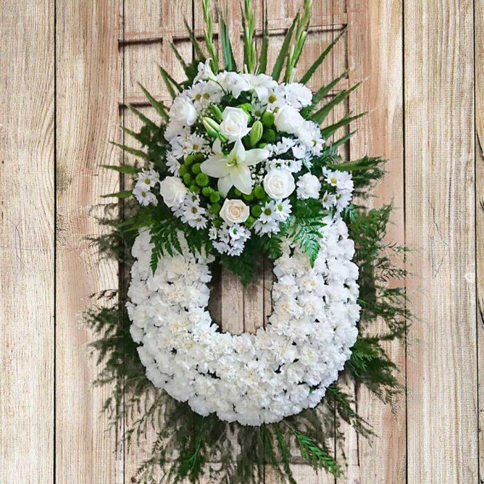 corona de flores blanca 21
